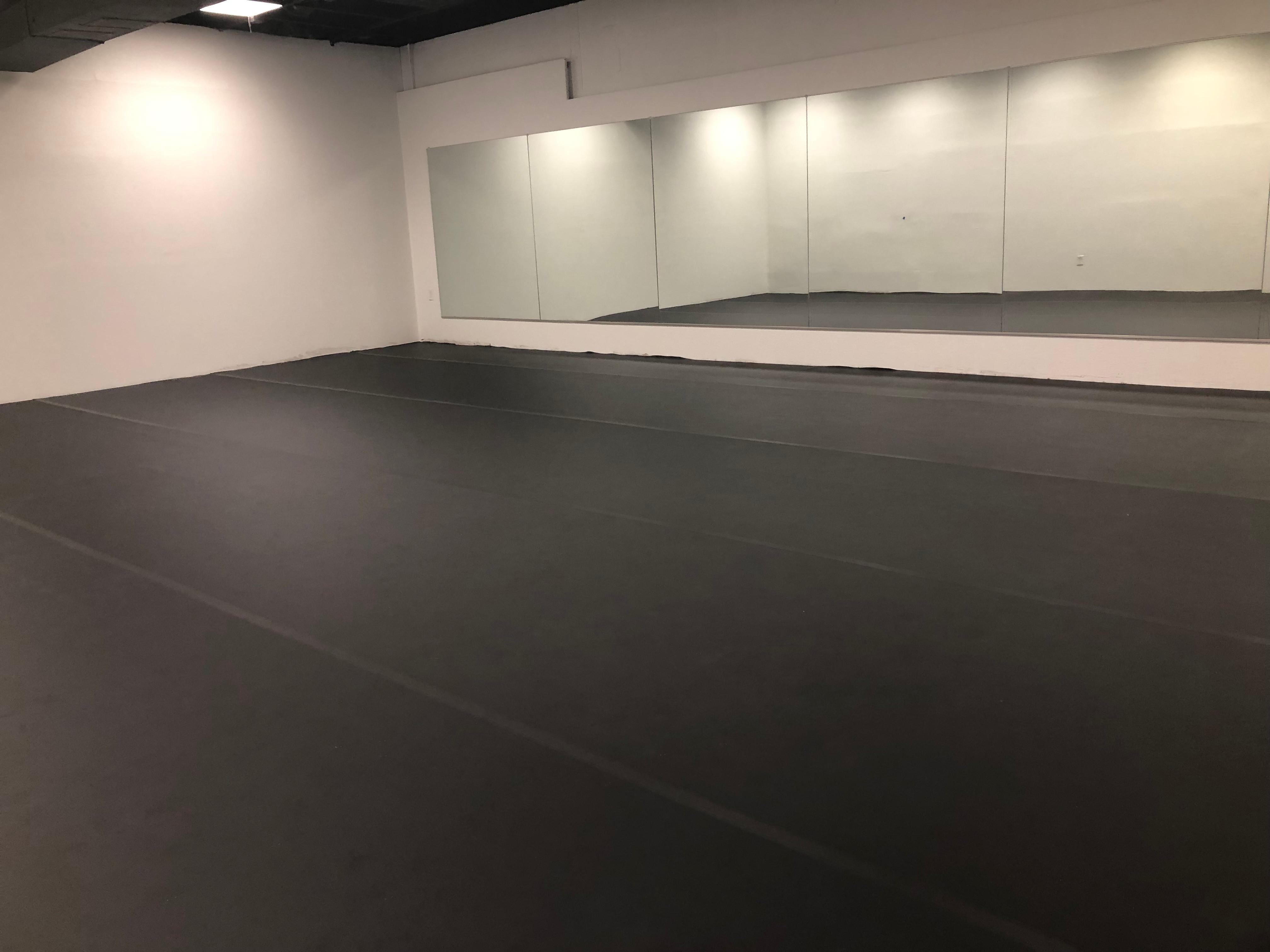 1 hour - 1 Studio Rental