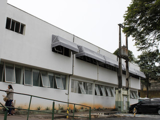 Novos toldos são instalados na Santa Casa de Formiga com ajuda da população