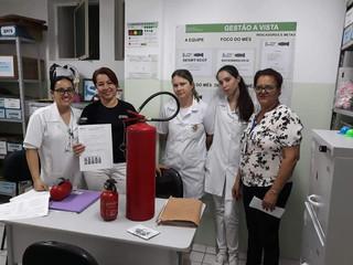 SESMT realiza treinamento de manuseio de extintores na Santa Casa de Formiga