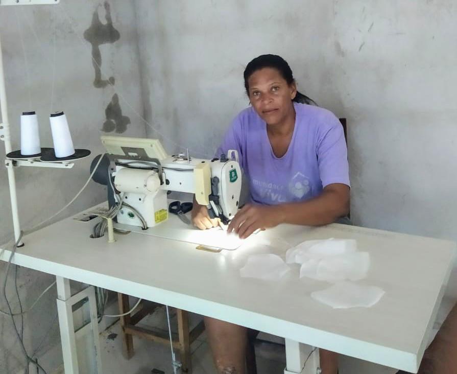 Lena, que faz parte da Associação de Futebol Solidário, também confeccionou e doou a 160 máscaras para a Santa Casa