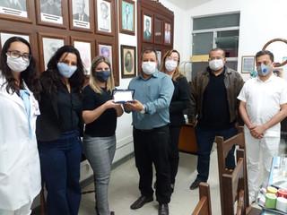 Santa Casa de Formiga homenageia a promotora, Dra. Clarissa Gobbo, pelos serviços prestados em parce