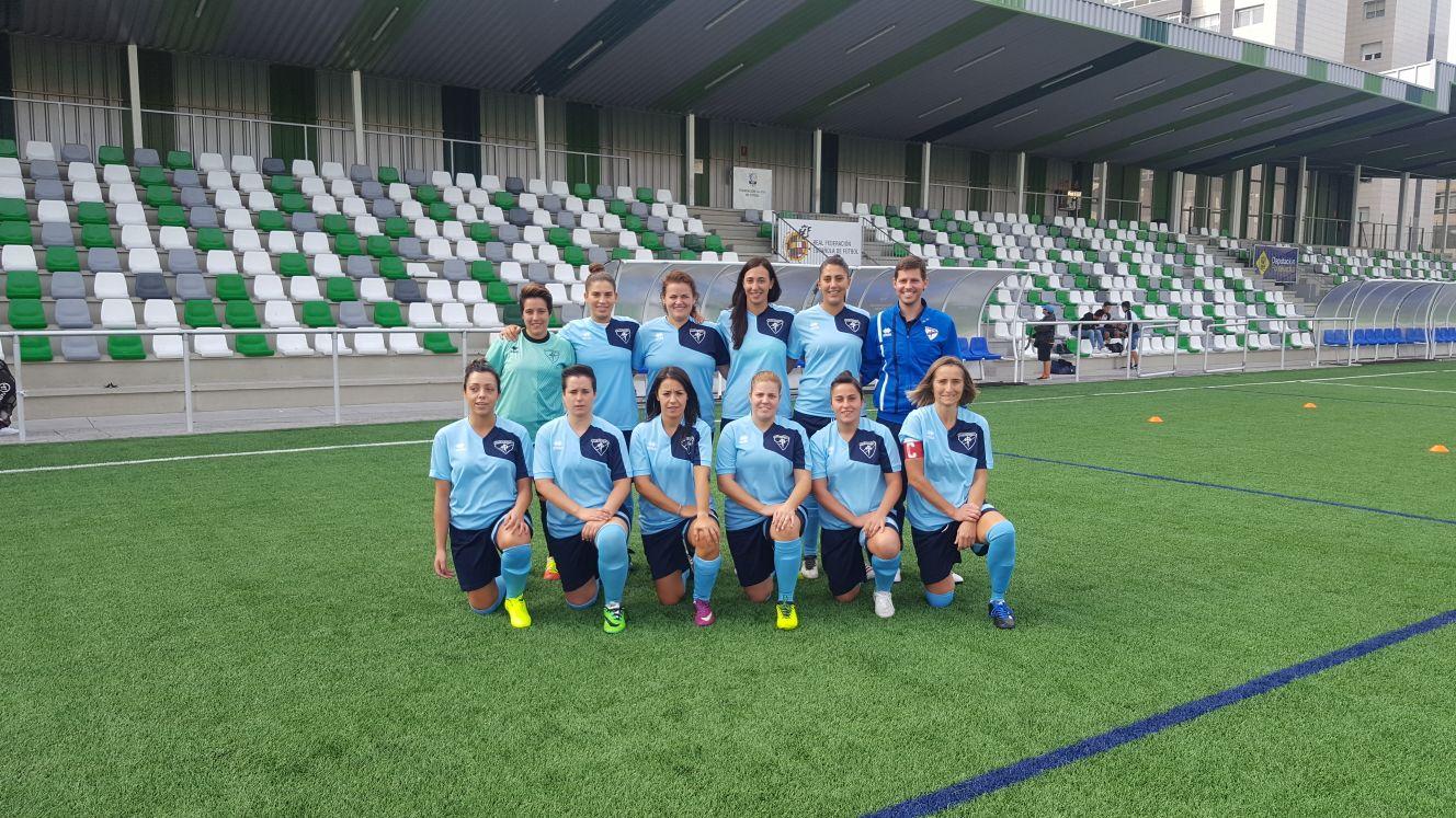 Santi Vieitez y las jugadoras del Peñasco Femenino