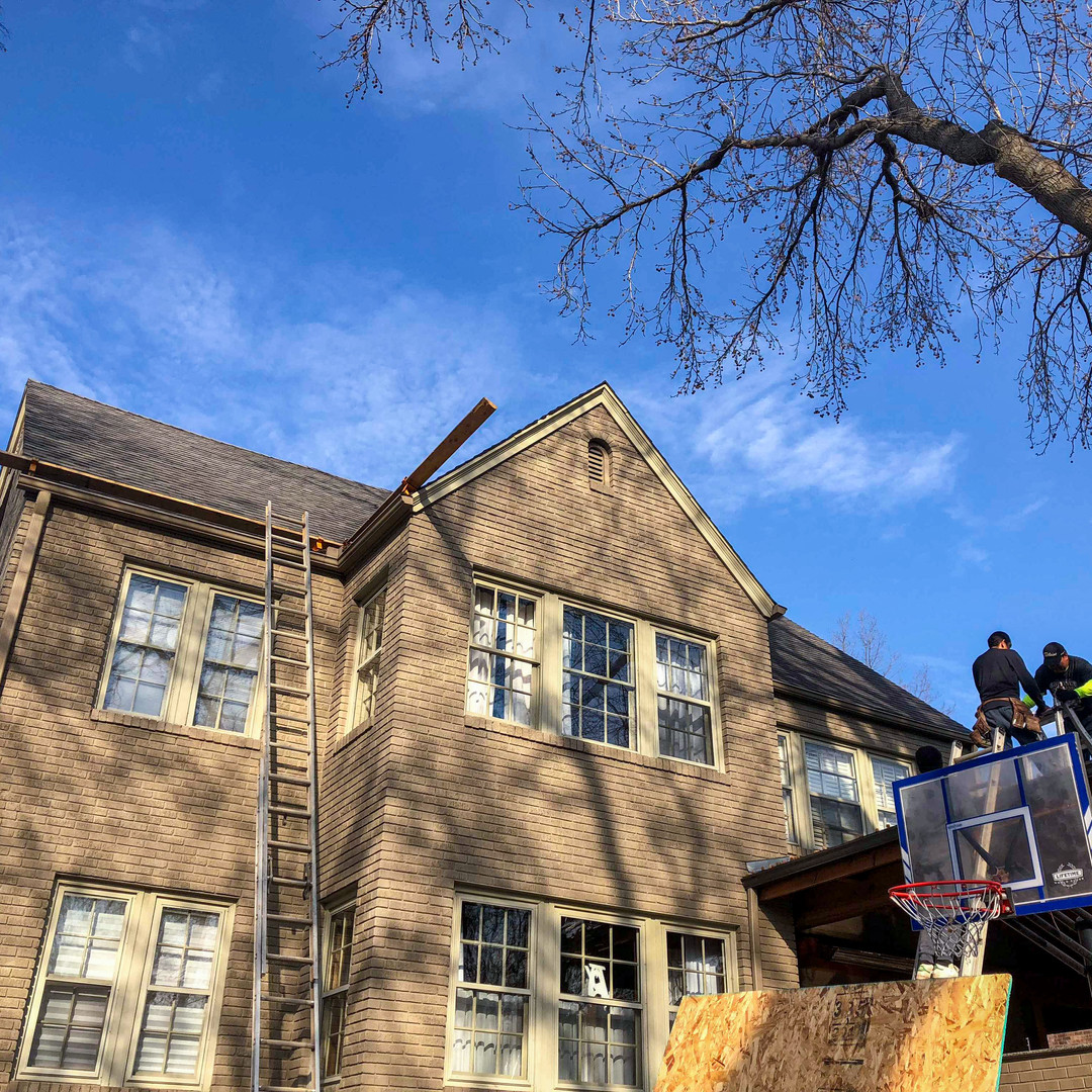 Roofing Contractor replacing roof in tulsa, ok