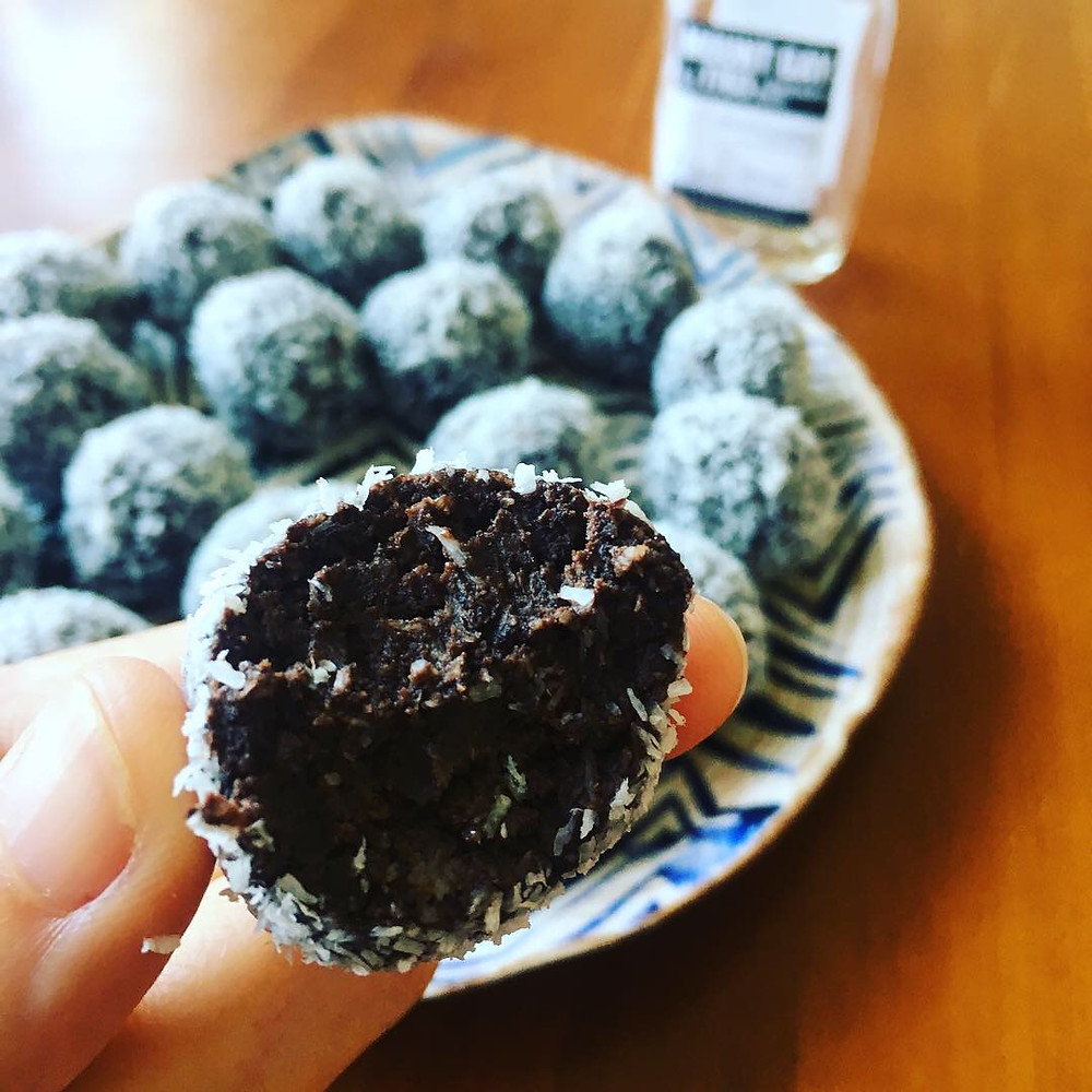 Christmas rum balls, chocolate, keto
