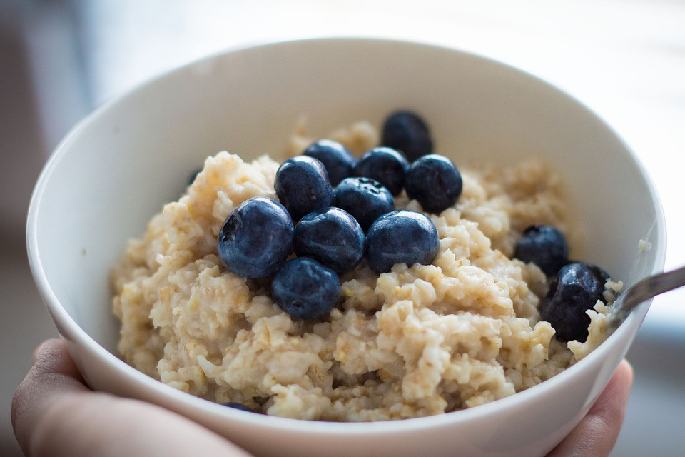 Blueberry protein oats