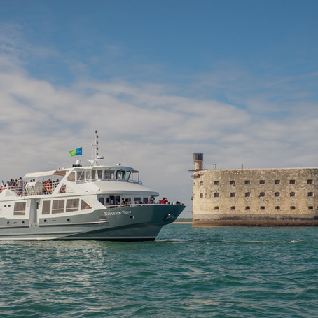 Naviguer vers les îles autour de La Rochelle