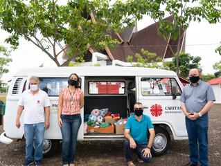 Natal de Luzes repassa alimentos arrecadados para Cáritas Foz do Iguaçu
