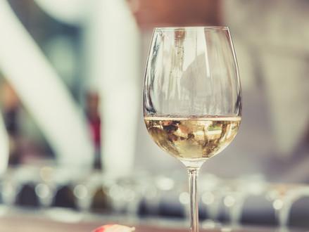 Sabia que dá pra fazer vinho branco com uva tinta?