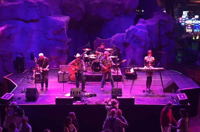 Live at The Mohegan Sun Wolf Den