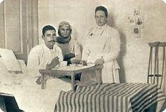 Η Βασιλισσα Όλγα σε επίσκεψη σε τραυματί