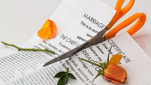 How do couples who register their marriage abroad get divorced in China?