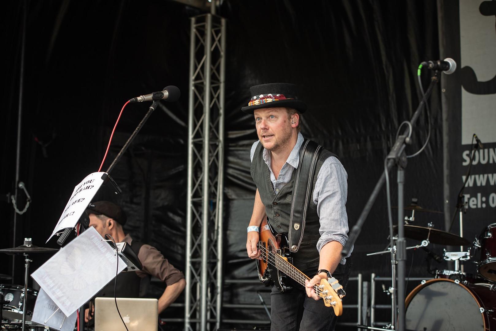 Jonathan Markwood Live.jpg