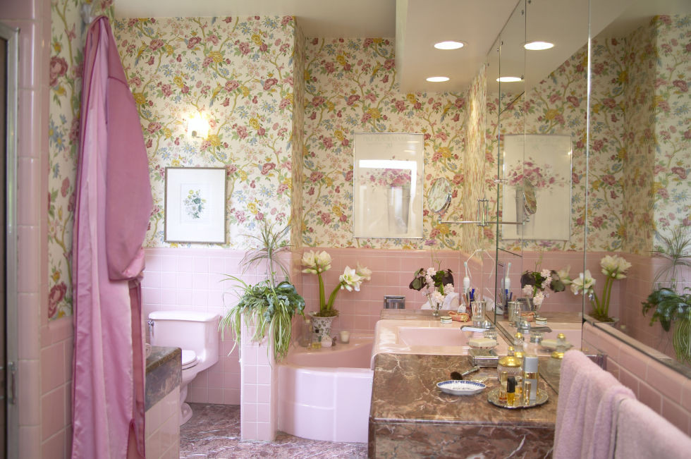 Pink tile bathroom with floral pattern wallpaper. Vintage style