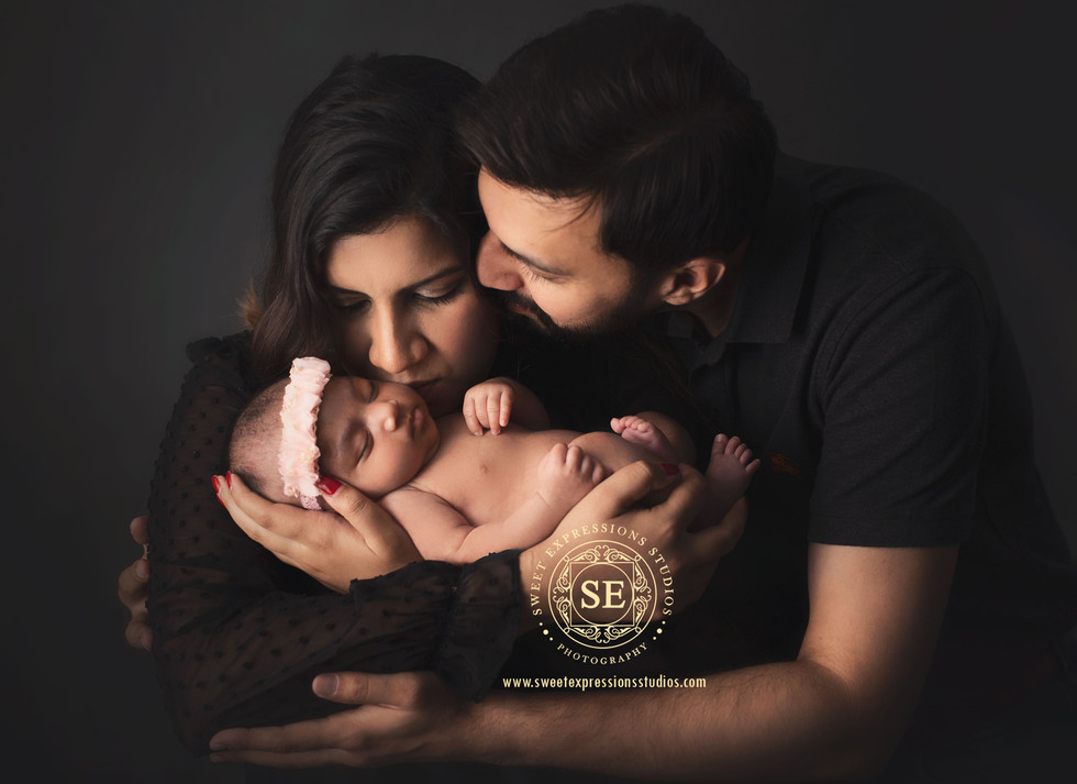 Newborn-photography-Parents-Posing.jpg