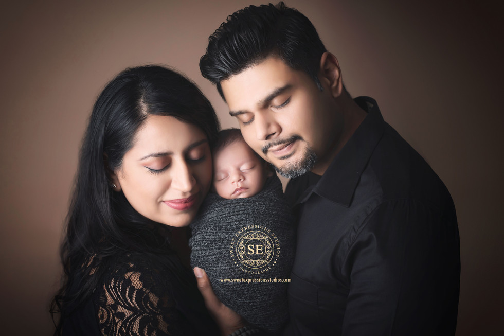 Toronto-Newborn-Photography-Family-Poses