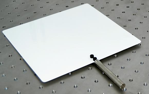 Ecran blanc métallique avec 1 face quadrillée, fixé sur tige inox dia.10mm