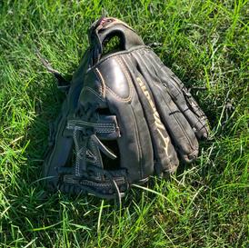 Mizuno Right Handed Glove