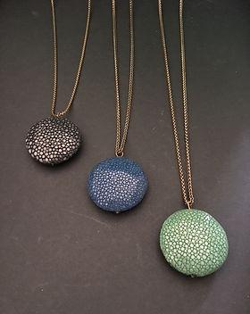 Galuchat 3 couleurs sautoir perle ronde.
