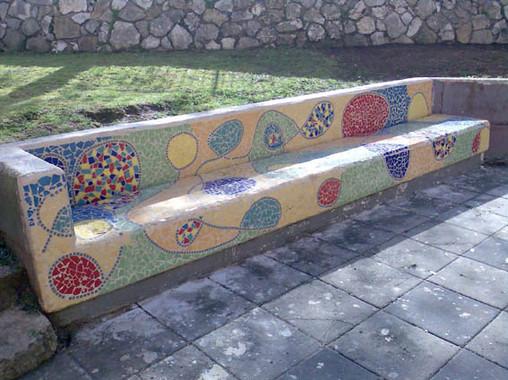 bench1md.jpg