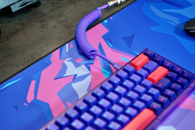 Laser%20Cable%20%2B%20Keyboard_edited.jp