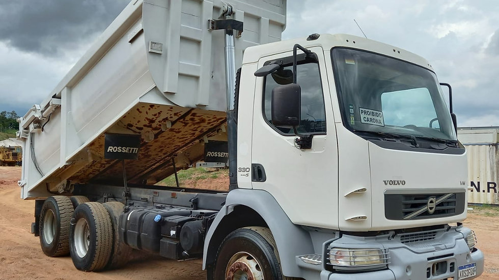 Caminhão Caçamba Volvo VM 330, 6X4, Meia Cana Rossetti 16 m³– 2013