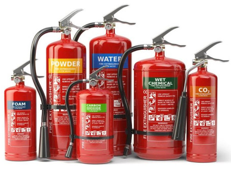 Extintores nas máquinas pesadas.