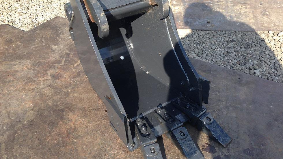 """Caçamba 13"""" WT 13 para Mini Escavadeira - sem uso"""