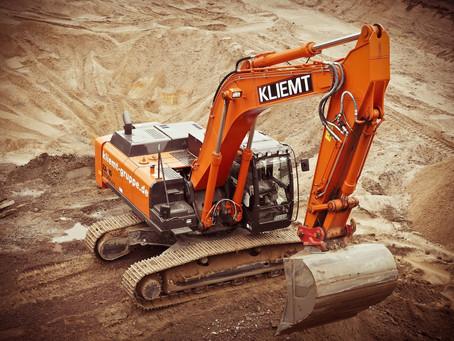 Escavadeira de esteira: conheça 4 benefícios do equipamento