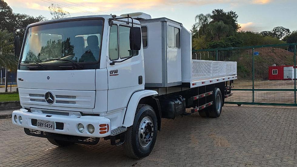 Caminhão Toco, Carga Seca, MB 1718E com Cabine Auxiliar