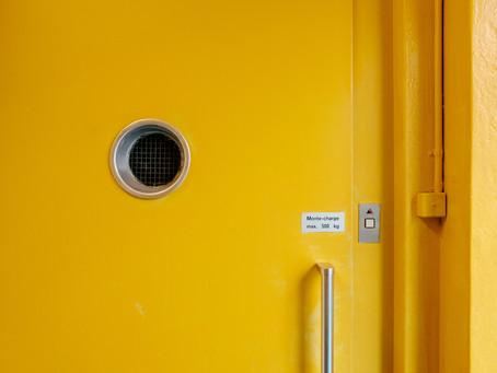 Een handelspand of kantoor op het gelijkvloers. Wat met de bijdrage in de kosten van de lift, trap..