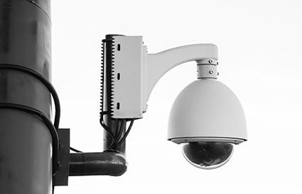 Een bewakingscamera in het (appartements)gebouw...