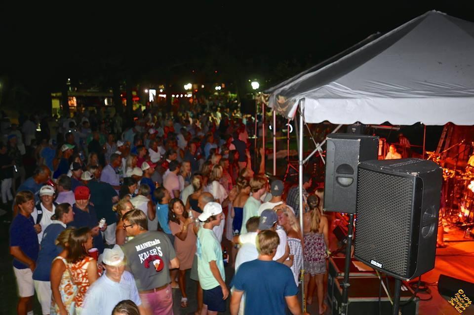 Tilley crowd