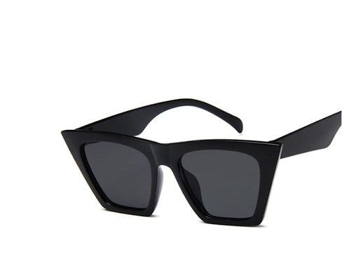 Модные черные квадратные очки