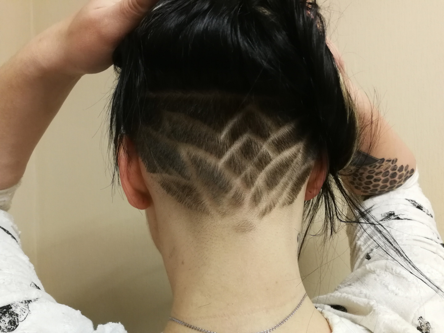 hair tattoo lotus haircut strijka
