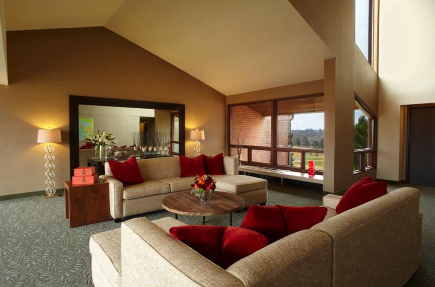 Guest room corridor lounge