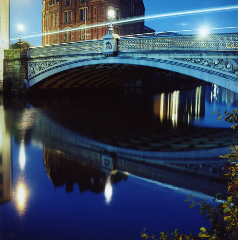 Leeds_Bridge_(night)©LizaDracup_2010.jpg