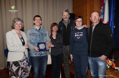 Leandro Malusa sa roditeljima i profesorima i u društvu ˝Crazy Lucky˝, Andree Lucchetteg