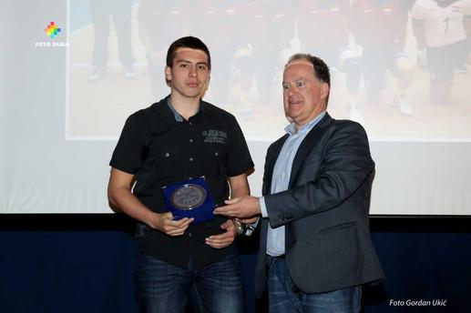 Leandro Malusa prima nagradu za uzornog sportaša u odbojci, kategorija kadet