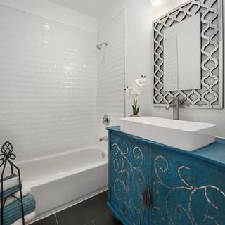 Med-Sized Bathroom Remodel Design