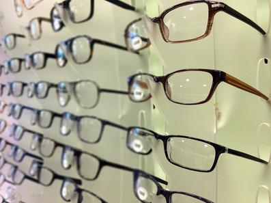 Kopie van Close up of eyeglasses at opti