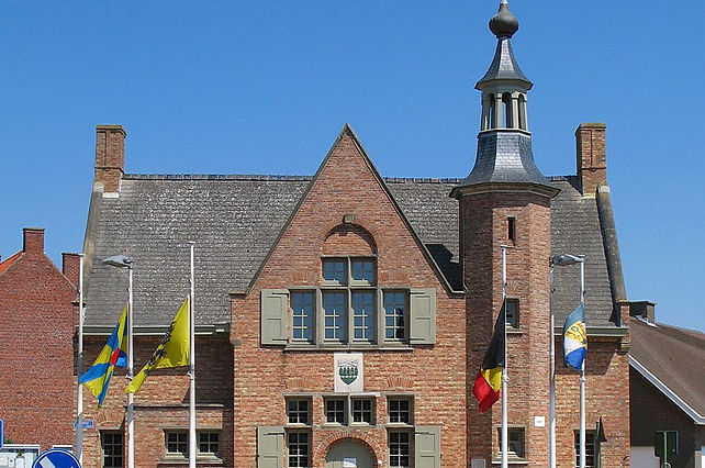 800px-Houthulst_Gemeentehuis.jpg