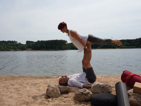 Acro Yoga   Vertrauen, Hingabe, Fliegen