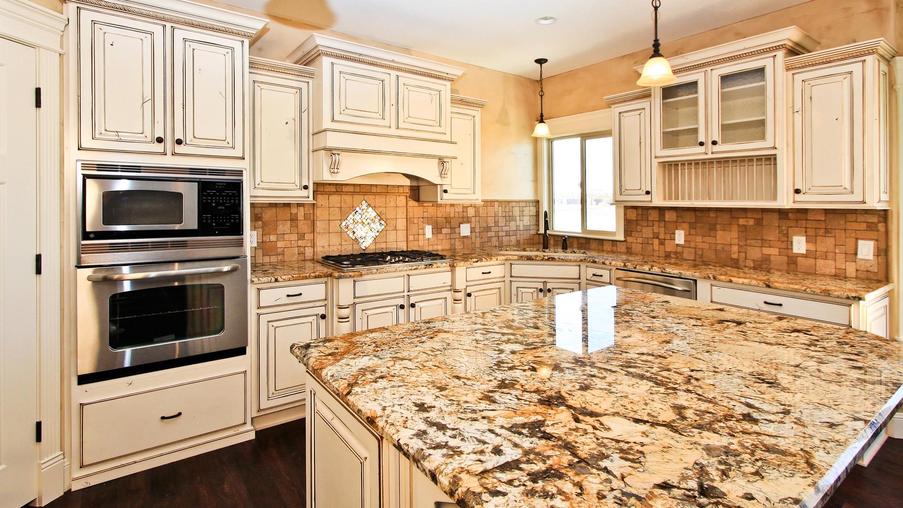 spacious-white-luxury-kitchen-5844995.jp