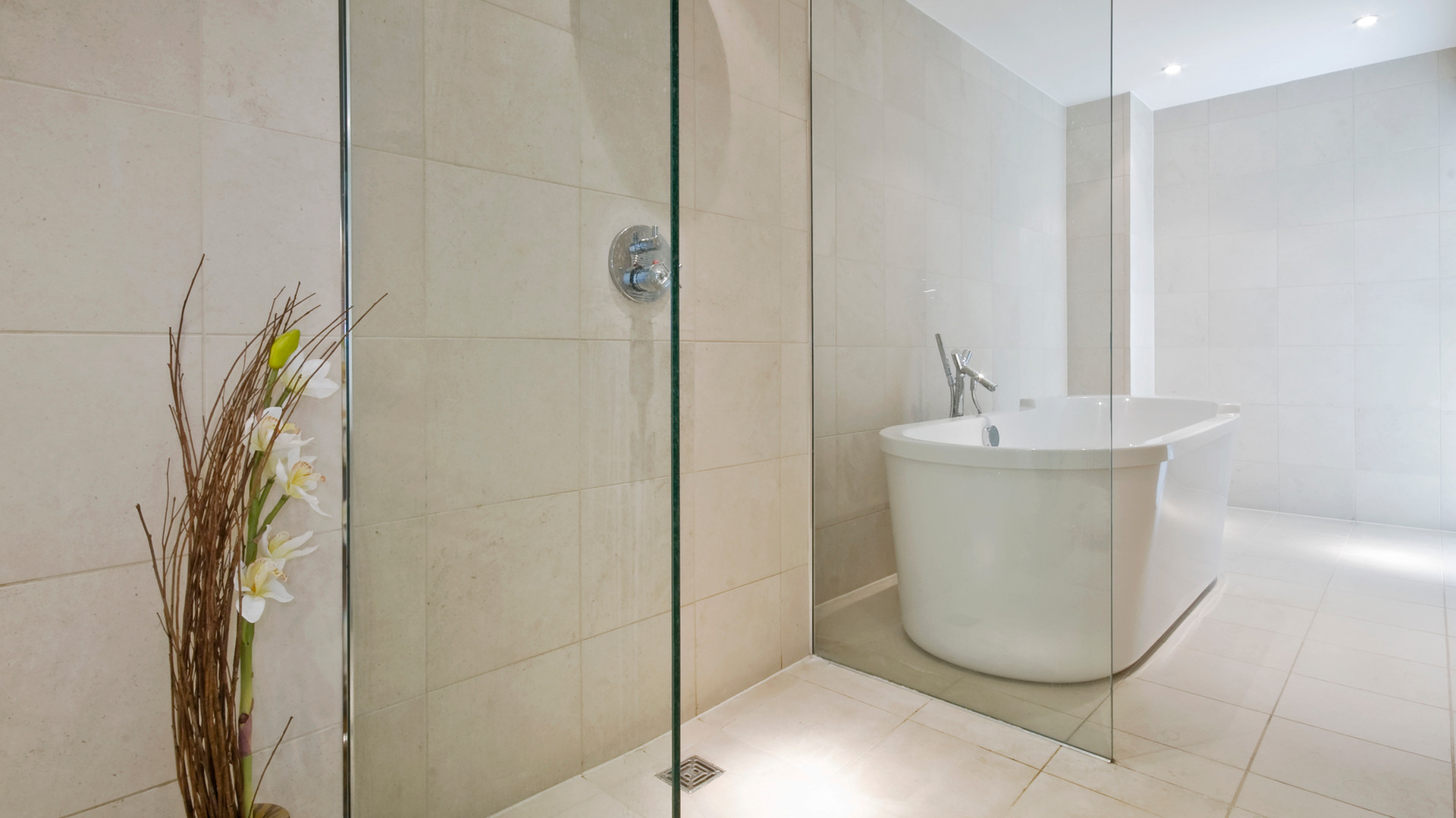 luxury-bathroom-10760374.jpg