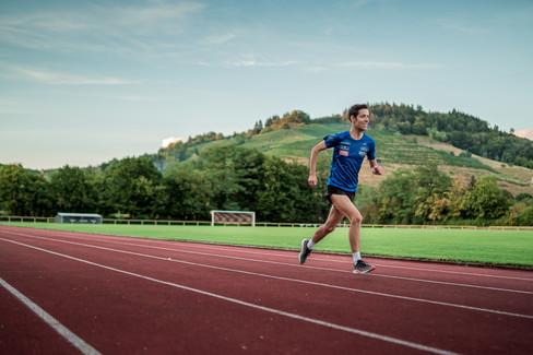 Florian Walz läuft in Rekordzeit zu virtuellem Marathonsieg