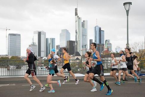 Zehn Roadrunners überzeugen beim windigen Frankfurt-Marathon