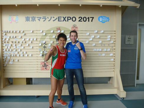 Sören Hetzel mit neuer Bestzeit beim Tokio-Marathon wie Sieger Kipsang gefeiert