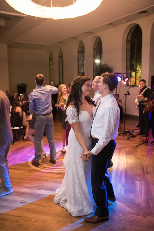 Newlyweds Dancing - In Love - Alabama