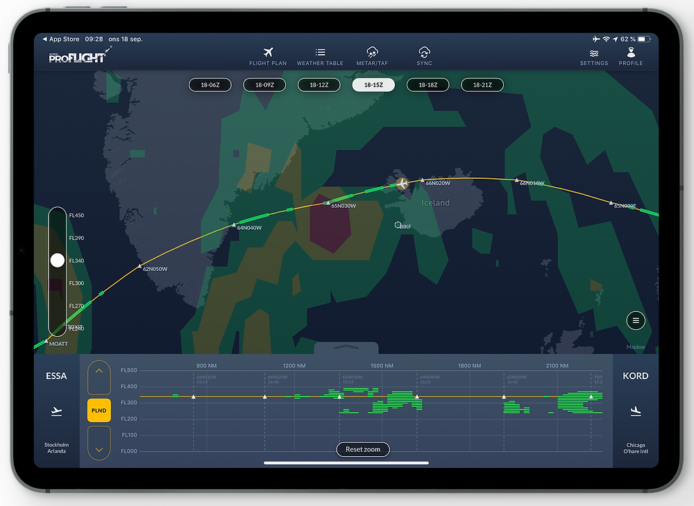 The picture shows the strength of AVTECH's weather tools: While the normal 140K CAT forecast (clear air turbulence) predicts both light, moderate and severe weather for approximately 1 hour and 45 minutes, the tailored High-Resolution CAT forecast predicts only occasional, light turbulence.