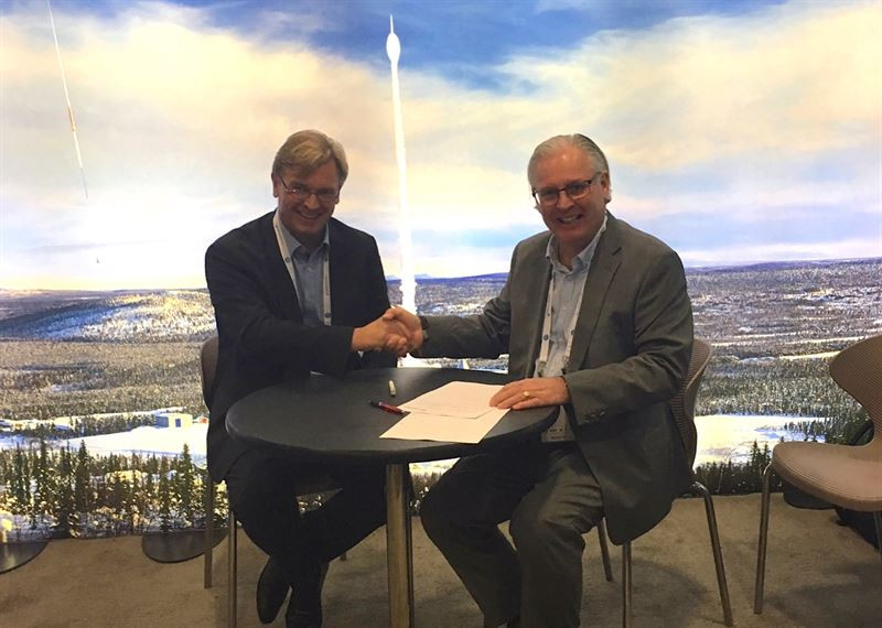 The MOU was signed by Stefan Schlechtriem, Director of the DLR Institute of Space Propulsion (left) and Stefan Gardefjord, CEO of SSC (right), at the International Astronautical Congress (IAC).